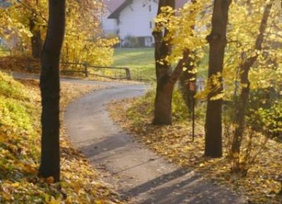Jesienna droga do chwili zapomnienia.