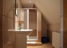 Toaleta z łazienką